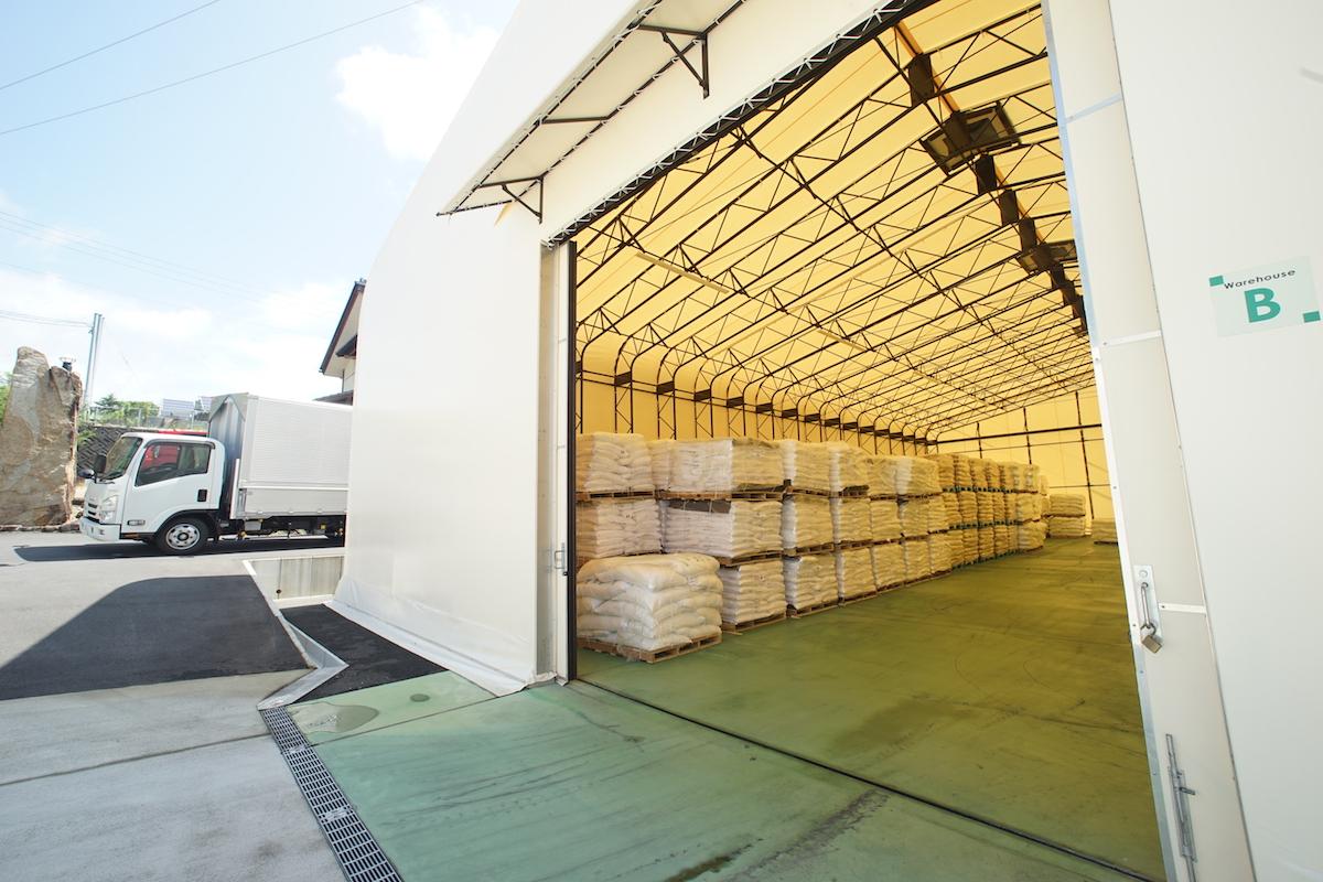 倉庫として使用されているテント倉庫