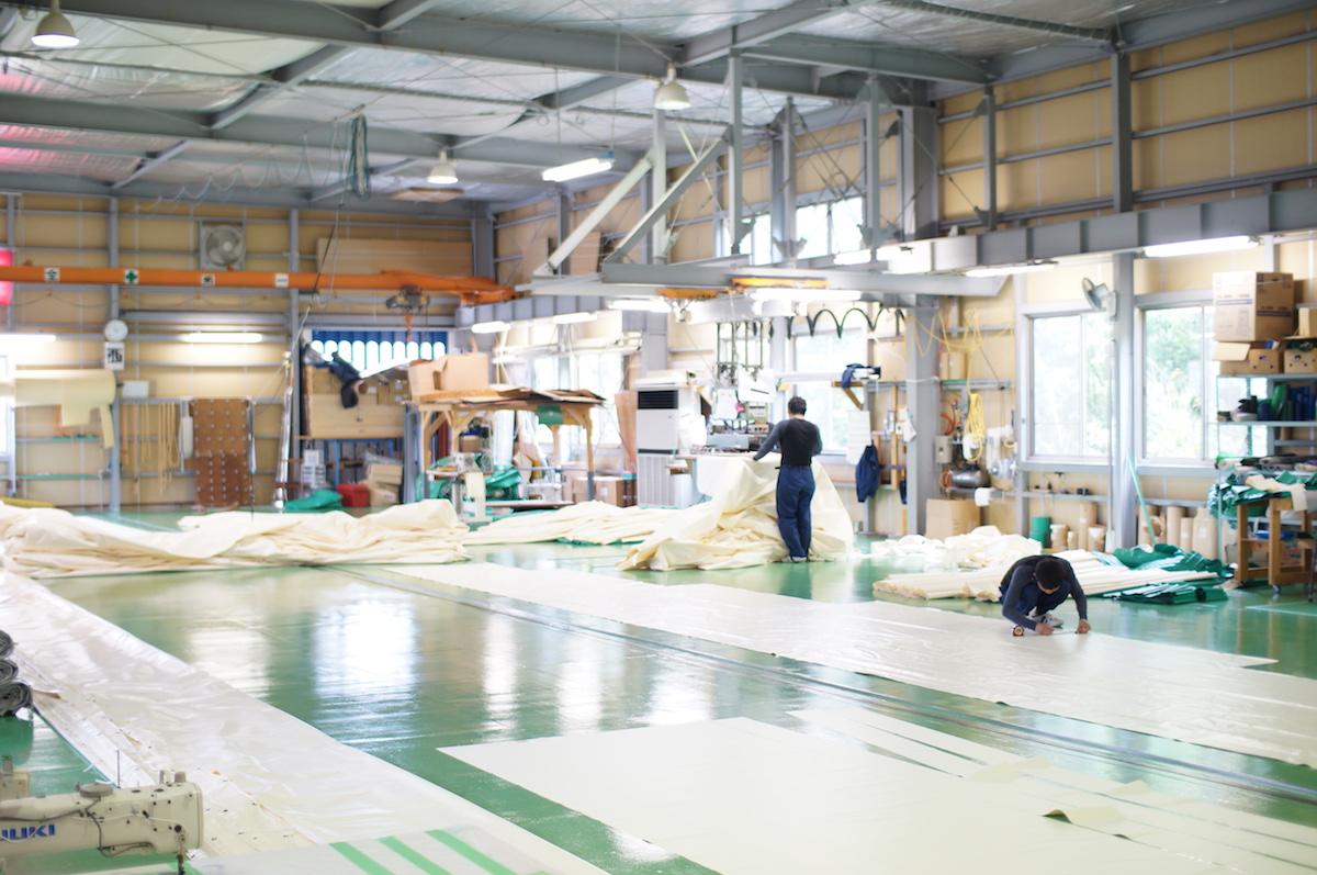 テント縫製工場内の様子