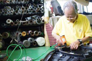 縫製工場内シートカスタムショップ作業風景