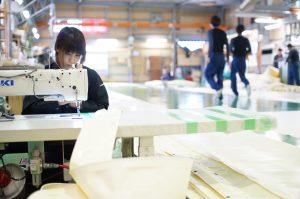 縫製工場作業風景